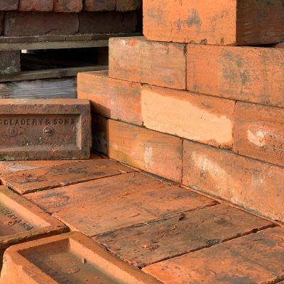 Reclaimed McGladery Brick ( 400 brick per pallet)