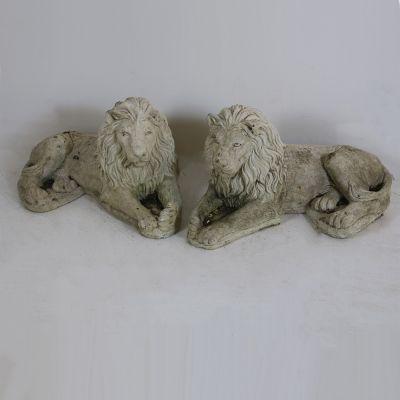 Pair of recumbent lions