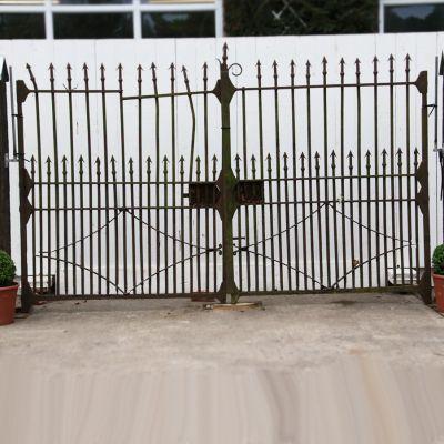 Early 19th century Heavy pair of original Irish entrance gates